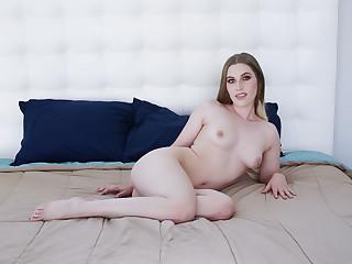 Bubbly babe Niki Snow enjoys an extreme penetration