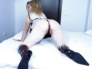 Horny mature slut playing around on her bed