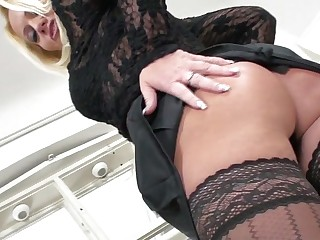 Sexy MILF gets fisted for X-Mas