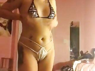 Amateur bitch in lingerie dancing on cam