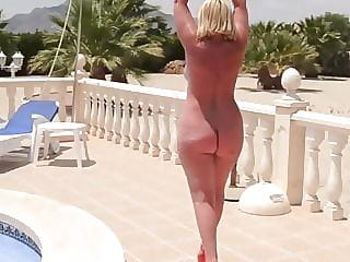 Fantastic big mature butt on display